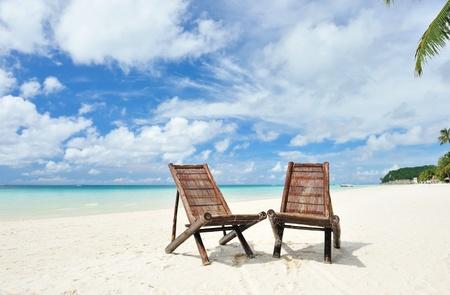 strandstoel: Prachtig strand met chaise lounge