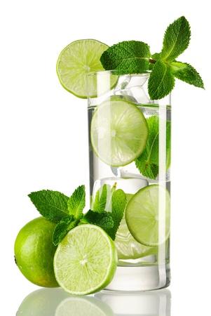 cocktail fruit: C�ctel Mojito aislado en blanco Foto de archivo