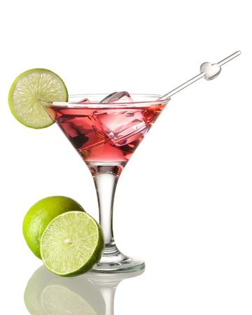 cocteles de frutas: C�ctel cosmopolita aislado en blanco Foto de archivo