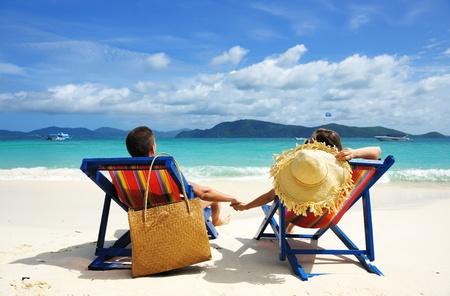 strandstoel: Paar op een tropisch strand
