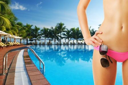 bikini sexy: Girl with sunglasses at tropical swimming pool. Collage.