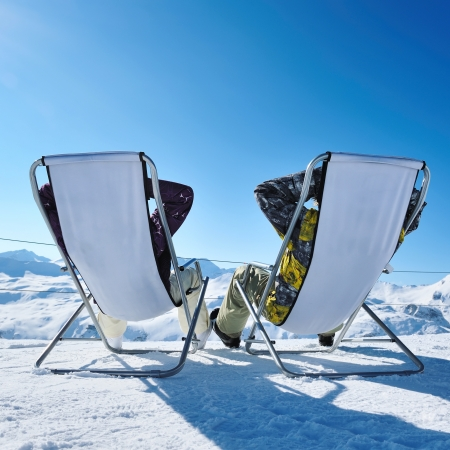 Paar bei Bergen im Winter, Val-d'Isère, Alpen, Frankreich Standard-Bild