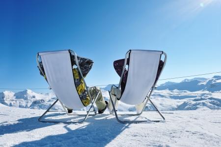 Echtpaar op bergen in de winter, Val-d'Isere, Alpen, Frankrijk