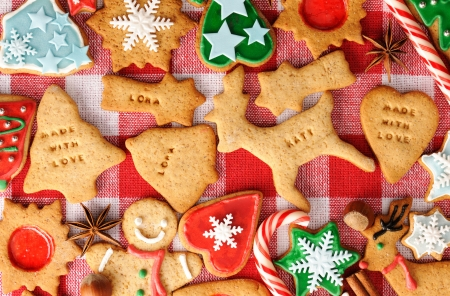 Christmas gingerbread cookies over tablecloth Stock Photo - 16040940