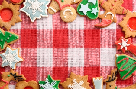 gingerbread man: Christmas gingerbread cookies over tablecloth