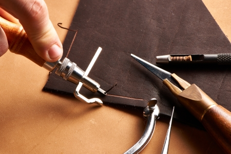 cuir: outils d'artisanat en cuir nature morte
