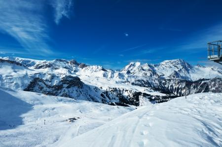 冬、雪の山々 メリベル、アルプス、フランス