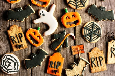 halloween decoration: Halloween homemade gingerbread cookies over wooden table Stock Photo