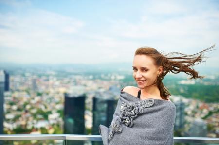 windy city: Woman in Frankfurt on Main