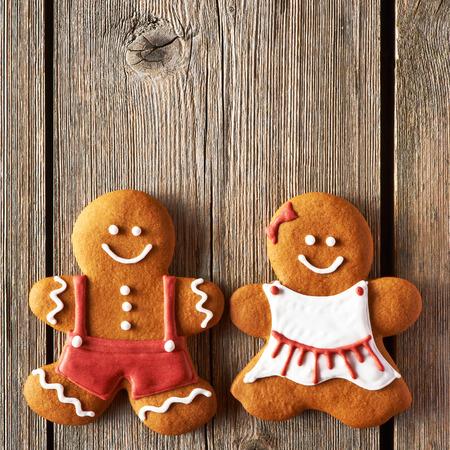 galletas de jengibre: Navidad en casa de pan de jengibre galletas de par en mesa de madera