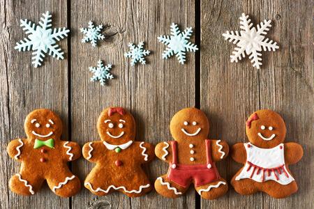 Kerst zelfgemaakte ontbijtkoek koppels op houten tafel Stockfoto - 33211715