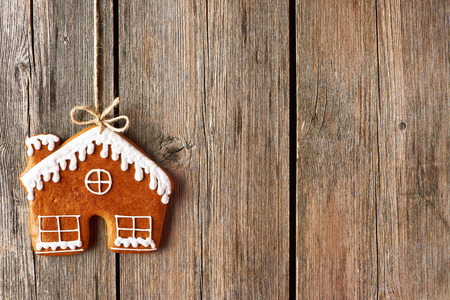 wooden house: Christmas homemade gingerbread house cookie over wooden background