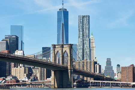 Brooklyn Bridge with lower Manhattan skyline in New York City 版權商用圖片