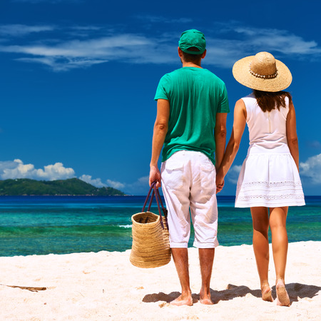 la digue: Couple relaxing on a tropical beach at Seychelles, La Digue.