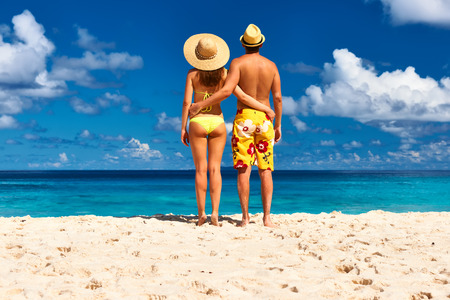 man hat: Couple on a tropical beach at Seychelles, La Digue Stock Photo