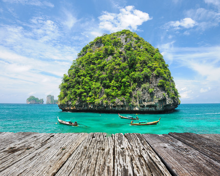 Beautiful uninhabited island in Thailand Imagens