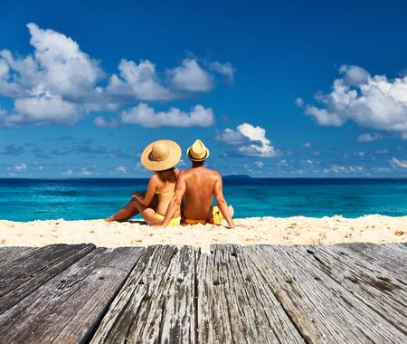 Couple on a tropical beach at Seychelles, La Digue Archivio Fotografico