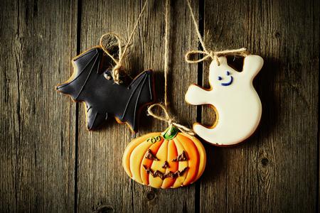 gingerbread cookies: Halloween homemade gingerbread cookies over wooden background