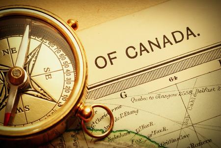 brujula: Antiguo latón brújula más antigua de Canadá mapa de fondo