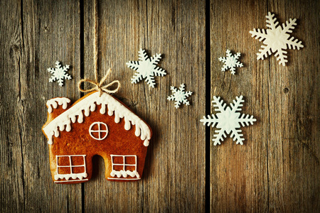 gingerbread cookies: Christmas homemade gingerbread house cookie over wooden background