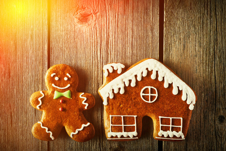 christmas house: Christmas homemade gingerbread man and house on wooden table
