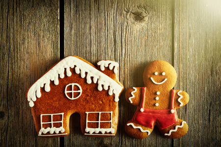 gingerbread house: Christmas homemade gingerbread man and house on wooden table