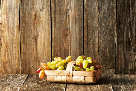 rough: Fresh grapes on old wooden table