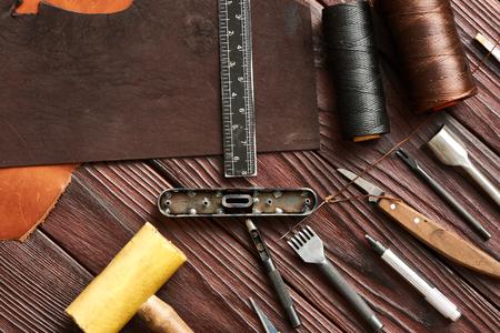 schöpfung: Lederhandwerk DIY Werkzeuge flach lag Stillleben Lizenzfreie Bilder