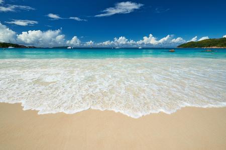 playas tropicales: Hermosa playa en Seychelles, Praslin, Anse Lazio Foto de archivo