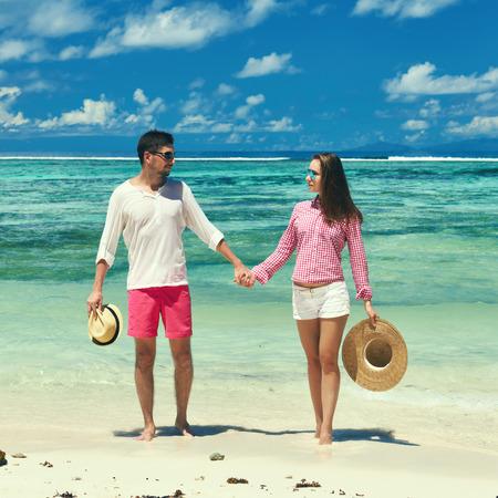 la: Couple on a tropical beach at Seychelles
