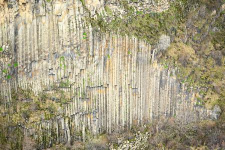 obrero: Columnas de basalto formación geológica en Armenia