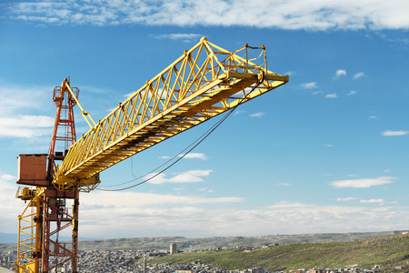 青い空を背景建設クレーン タワー 写真素材