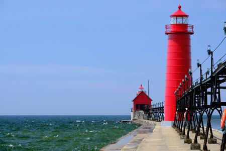 luz roja: Grand Haven sur de Pierhead luz interior, construido en 1905, el lago Michigan, MI, EE.UU.