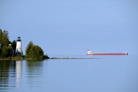 lake michigan lighthouse: Old Presque Isle Lighthouse, built in 1840, Lake Huron, Michigan, USA Foto de archivo