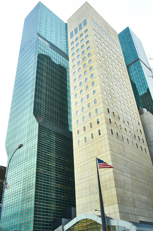 the united nations: NUEVA YORK - 28 de marzo: Los edificios de la sede de las Naciones Unidas en Manhattan el 28 de marzo de 2014 en Nueva York, EE.UU.