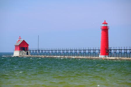 lake michigan lighthouse: Grand Haven sur de Pierhead luz interior, construido en 1905, el lago Michigan, MI, EE.UU.
