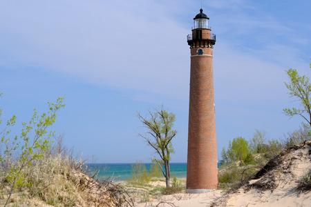 lake michigan lighthouse: Faro del Sable Point en las dunas, construido en 1867, el lago Michigan, MI, EE.UU.