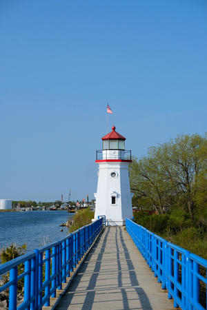 lake michigan lighthouse: Cheboygan Crib Light, built in 1884, Lake Huron, Michigan, USA Foto de archivo