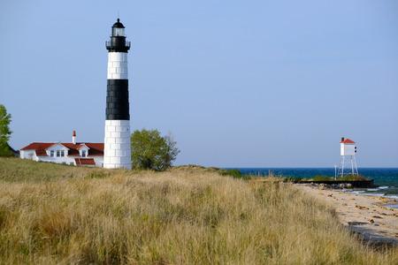 Big Lighthouse Sable Punt in de duinen, gebouwd in 1867, Lake Michigan, MI, Verenigde Staten