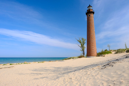 lake michigan lighthouse: Faro del Sable Point en las dunas, construido en 1867, el lago Michigan, MI, EE.UU.