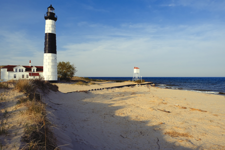 lake michigan lighthouse: Big Sable Point Lighthouse in dunes, built in 1867, Lake Michigan, MI, USA Foto de archivo