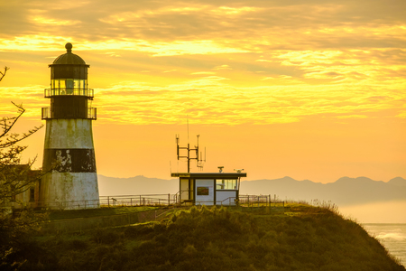 desilusion: Cape Disappointment Lighthouse at sunrise, built in 1856, Pacific coast, WA, USA