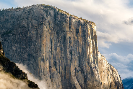 tunnel view: El Capitan rock close-up in Yosemite National Park Valley at cloudy autumn morning from Tunnel View. Low clouds lay in the valley. California, USA. Stock Photo