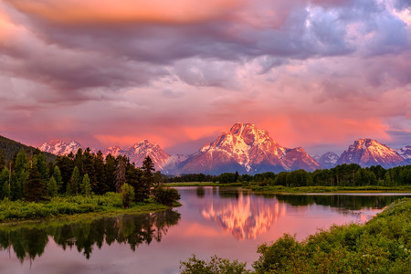 Grand Teton Mountains from Oxbow Bend on the Snake River at sunrise. Grand Teton National Park, Wyoming, USA. Stock Photo