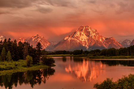Grand Teton Mountains from Oxbow Bend on the Snake River at sunrise. Grand Teton National Park, Wyoming, USA. Stock Photo