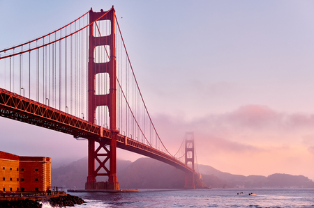Golden Gate Bridge view from Fort Point at sunrise, San Francisco, California, USA Banque d'images - 107625501