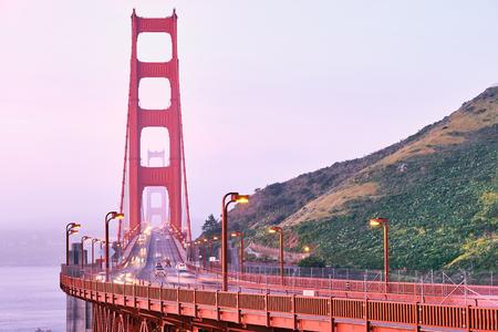 Golden Gate Bridge-Ansicht bei Sonnenaufgang, San Francisco, Kalifornien, USA