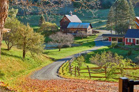 Sleepy Hollow Farm at sunny autumn day in Woodstock, Vermont, USA 免版税图像