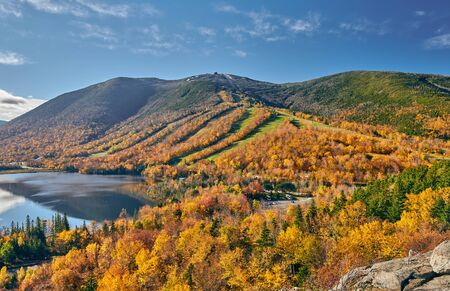 View of Echo Lake from Artists Bluff in autumn. Fall colours in Franconia Notch State Park. White Mountain National Forest, New Hampshire, USA