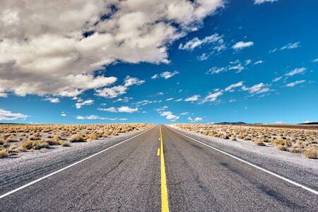 Offene Autobahn in Kalifornien, USA. Standard-Bild